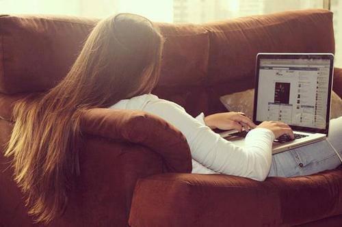 3caef7fbd6f60ced_Stressed-Girl.xxxlarge_2x1 (1) excluir no facebook - 3caef7fbd6f60ced Stressed Girl - Excluir no Facebook é Fácil, Difícil é Excluir da Vida