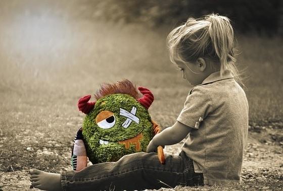 abandono - crianca abandonada por um dos pais foto digipd pixabaycom 0000000000017677 - Abandono além do senso comum
